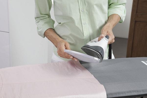 Утюг с уксусом, с помощью которого можно избавиться от бельевых клопов
