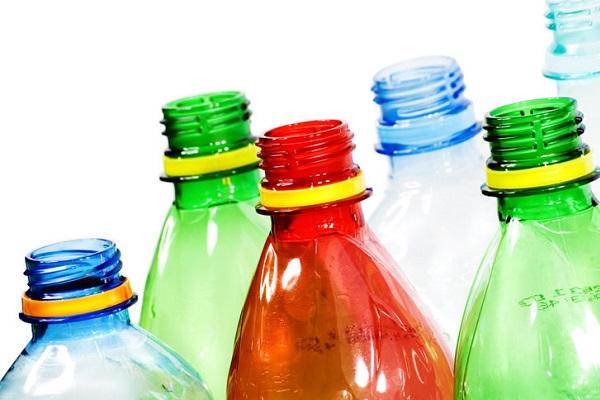 Пластиковые бутылки, необходимые для создания ловушек для бельевых клопов